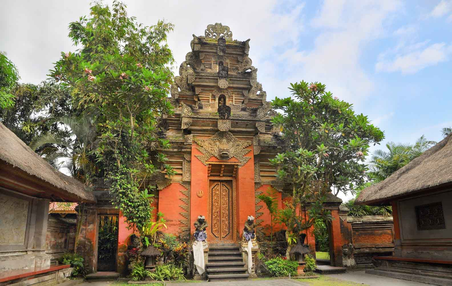 More commonly known as the Ubud Royal Palace, Puri Saren Agung of Sukawati was the residence of th
