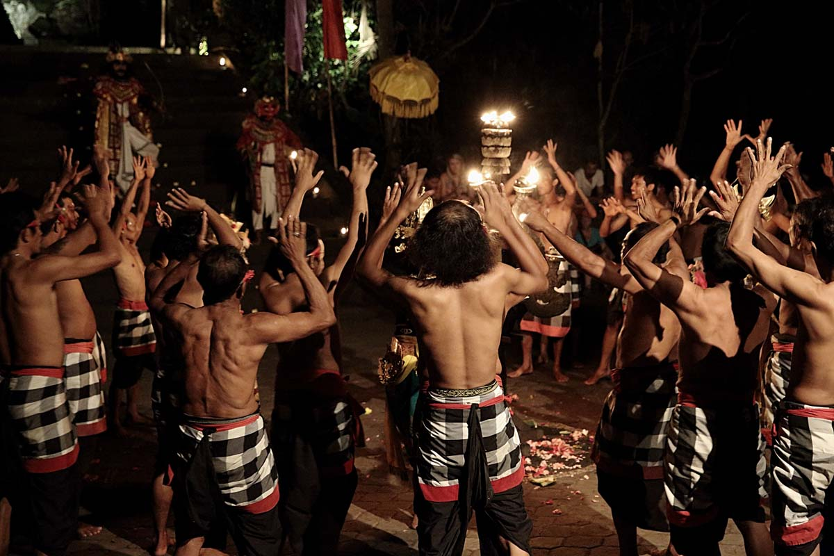 Group : Krama Desa Sambahan Day : Thursday & Sunday / Time : 7:30 pm / Venue : Batu Karu Temple, Ubud    Program :    Kecak is a form of Balinese dance and music drama that developed in the 1930s
