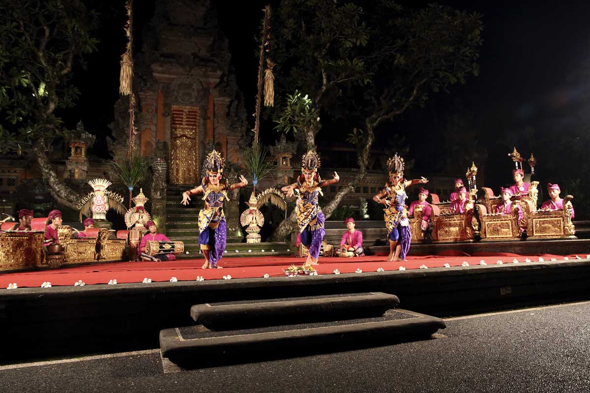 Group : Cenik WayahDay : Thurday / Time: 07:30 pm / Venue : Ubud Water Palace    Program :    Procession with Beleganjur Gamelan   The Beleganjur Gamelan (spelled baleganjur or belaganjur) or marching