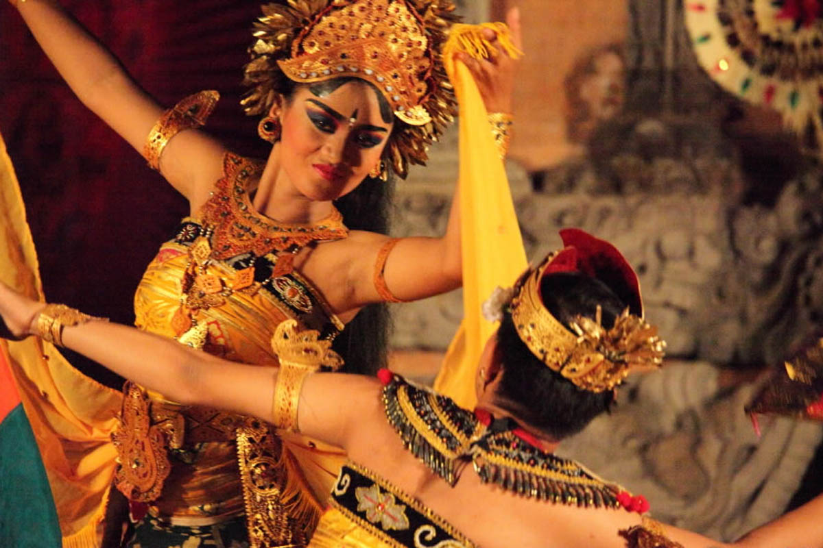 Group : Sekaa Gong Karyasa   Day : Tuesday / Time : 07.30 pm / Venue : Dalem Ubud Temple    Program :    Procession with Beleganjur Gamelan  The Beleganjur Gamelan (spelled baleganjur or belaganjur) o