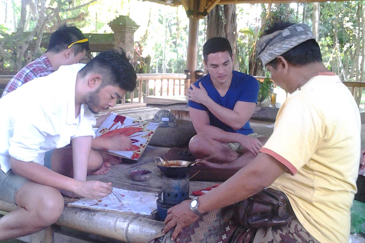 BOOK ONE DAY BEFORE!!!Pick Up ( Fabulous Ubud Tourist Information Centre )Art and Crafts Workshop Batik Class  Nyoman Deking studied Traditional Balinese Art and has been teaching Batik for more than