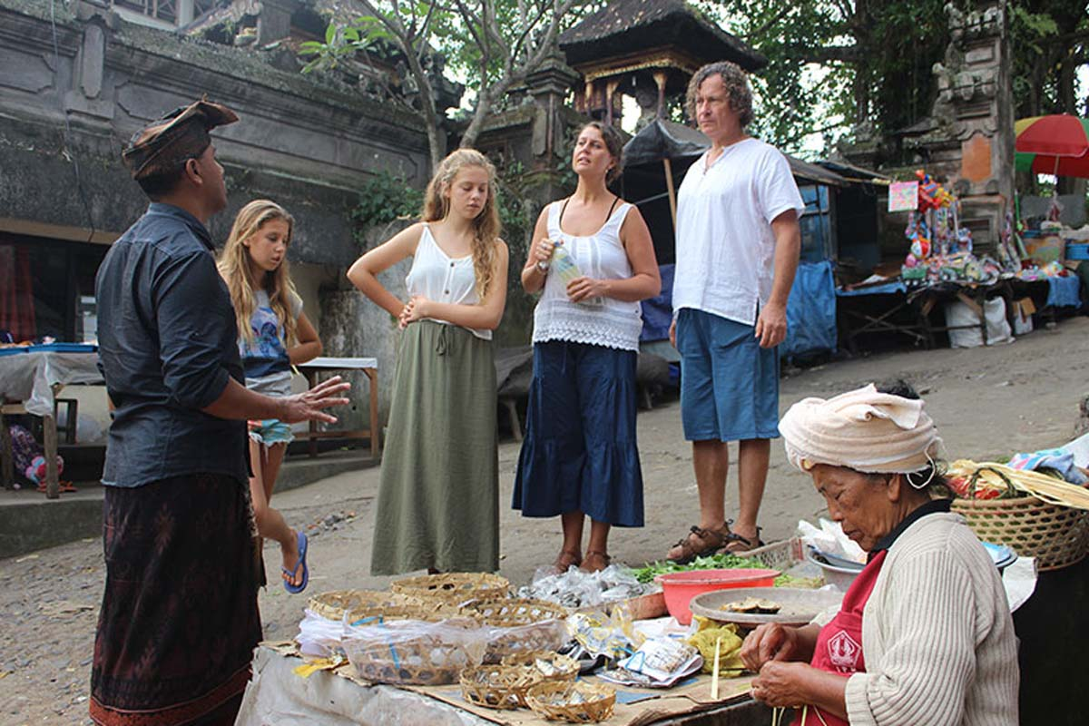 BOOK ONE DAY BEFORE !!!Pick Up Ubud Area Onlymin - 2 PaxCooking ClassK'Dong Bal Cooking Class is presented for those people with keen interests in authentic Balinese food and culture. Learn to cook we