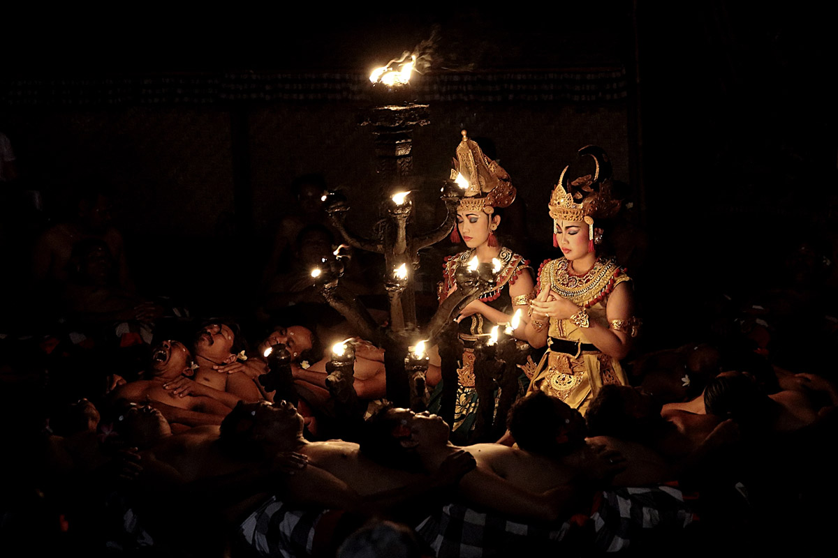 Group : Trene Jenggala  Day : Wednesday, Saturday & Sunday/ Time : 7:00pm / Venue : Padangtegal Kaja, Ubud    Program :    Kecak is a form of Balinese dance and music drama that developed in the 1
