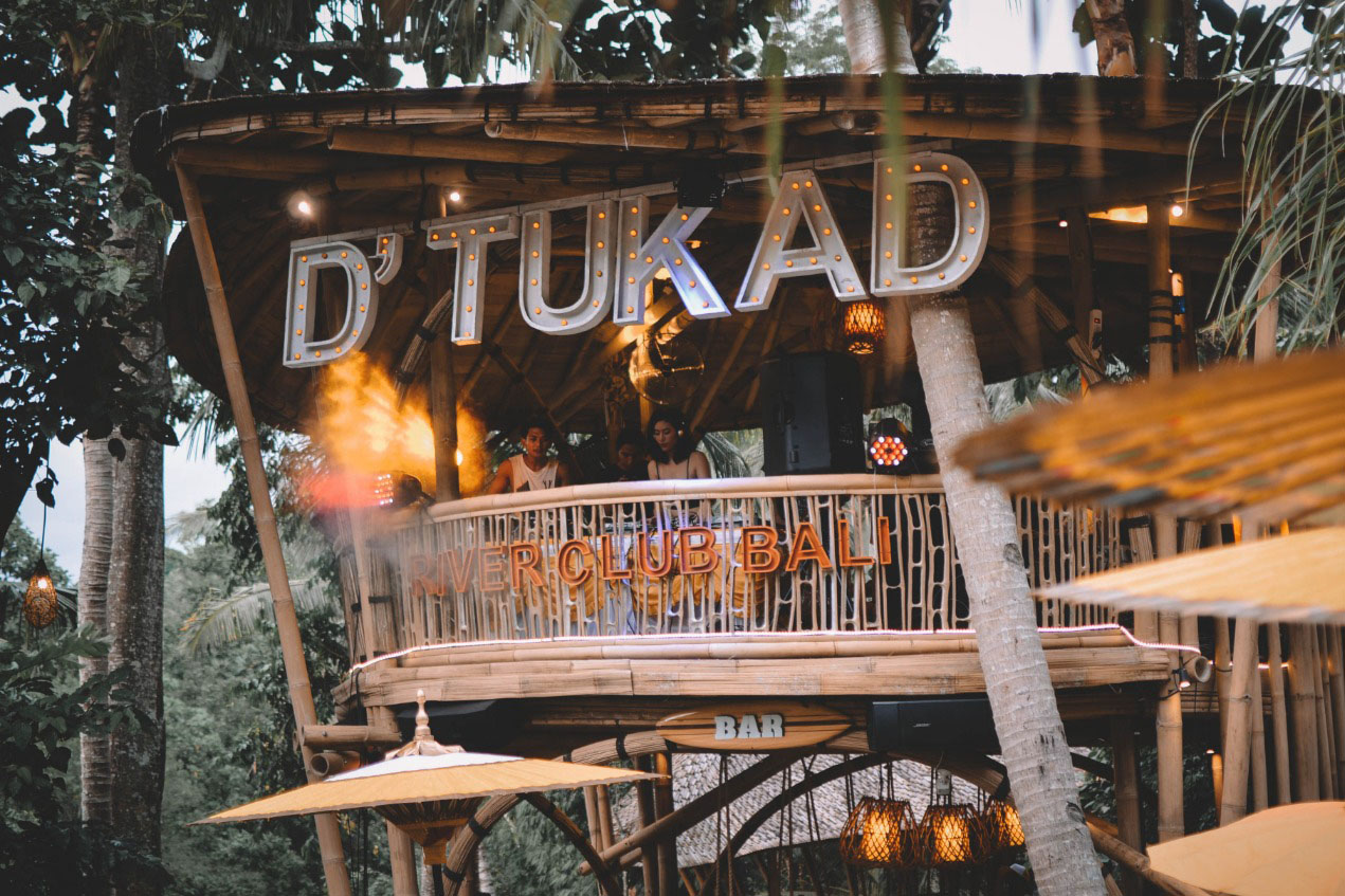 BOOK ONE DAY BEFORE!!!Live your day trying the amazing panoramic view of the D'Tukad River Club! Feel the joy of joy with a swing above 87 meters from the river. Do a photo shoot, and it will be an un
