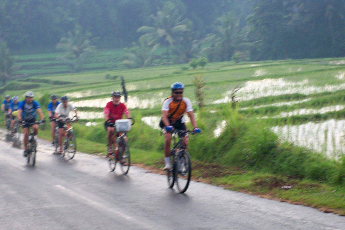 Cycling Package  Bal Extr Cycling Tours was established in August 2008. This unforgettable cycling tour is great challenge for you and your friends to take a part in. We are proud to present quality