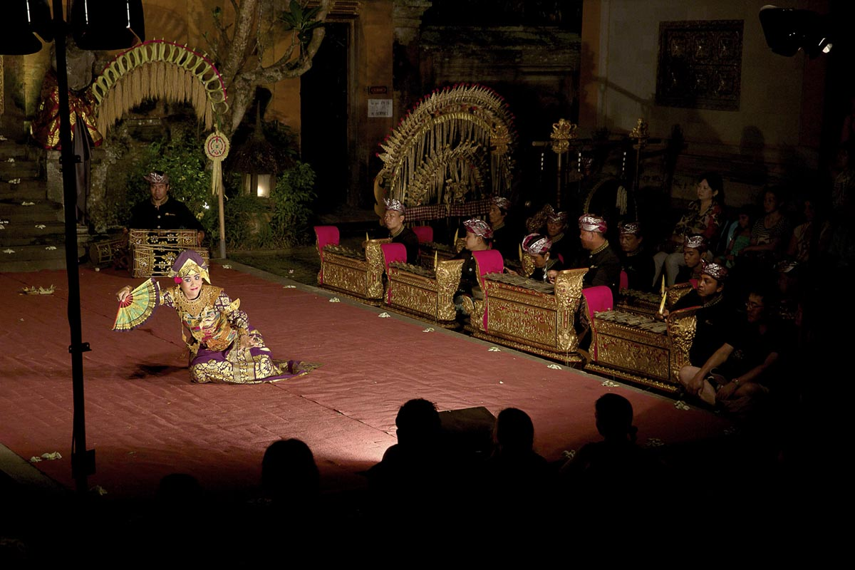Group : Sekaa Gong Jaya SwaraDay: Sunday / Time: 7:30pm / Venue: Ubud Wantilan, adjoining the Ubud Palace    Program:    Tabuh Ombak Ing Segara  The performance opens with an instrumental created in