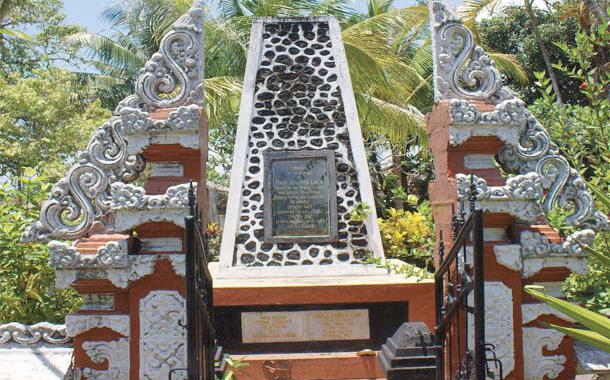 Located on the eastern outskirts of Kuta on Jl. Tuan Lange, in an old Chinese cemetery unceremonio