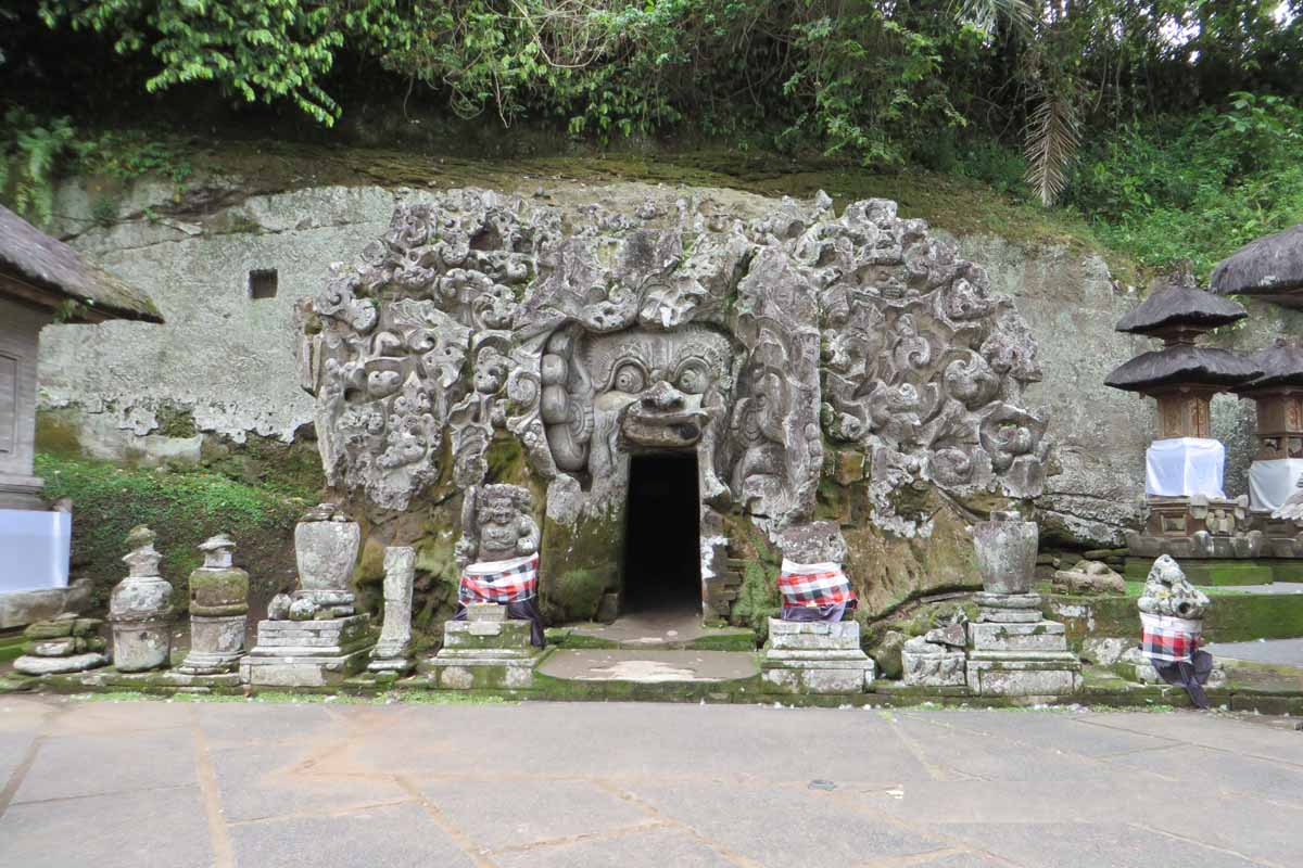 BOOK ONE DAY BEFORE !!!Price : USD 40/ for 2 Pax (Group or Sharing Tours)Pick up Time @ Ubud : 09.00 AMPackage IncludesGoa Gajah - Elephant Cave TempleGianyar - Batik Hand Factory/ Hand WeavingBa