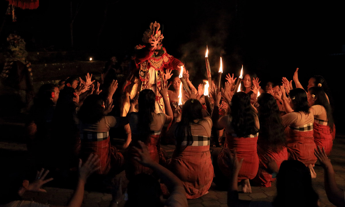 Group : Krama Desa Ubud Tengah Community  Day : Wednesday / Time : 7:30pm / Venue : Batu Karu Temple, Ubud    This dance drama is traditionally divided into several major Konda's or books that d