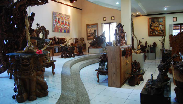 Located in Mas, Gajah Bali gallery is one of the biggest art galleries, which has many fine collec