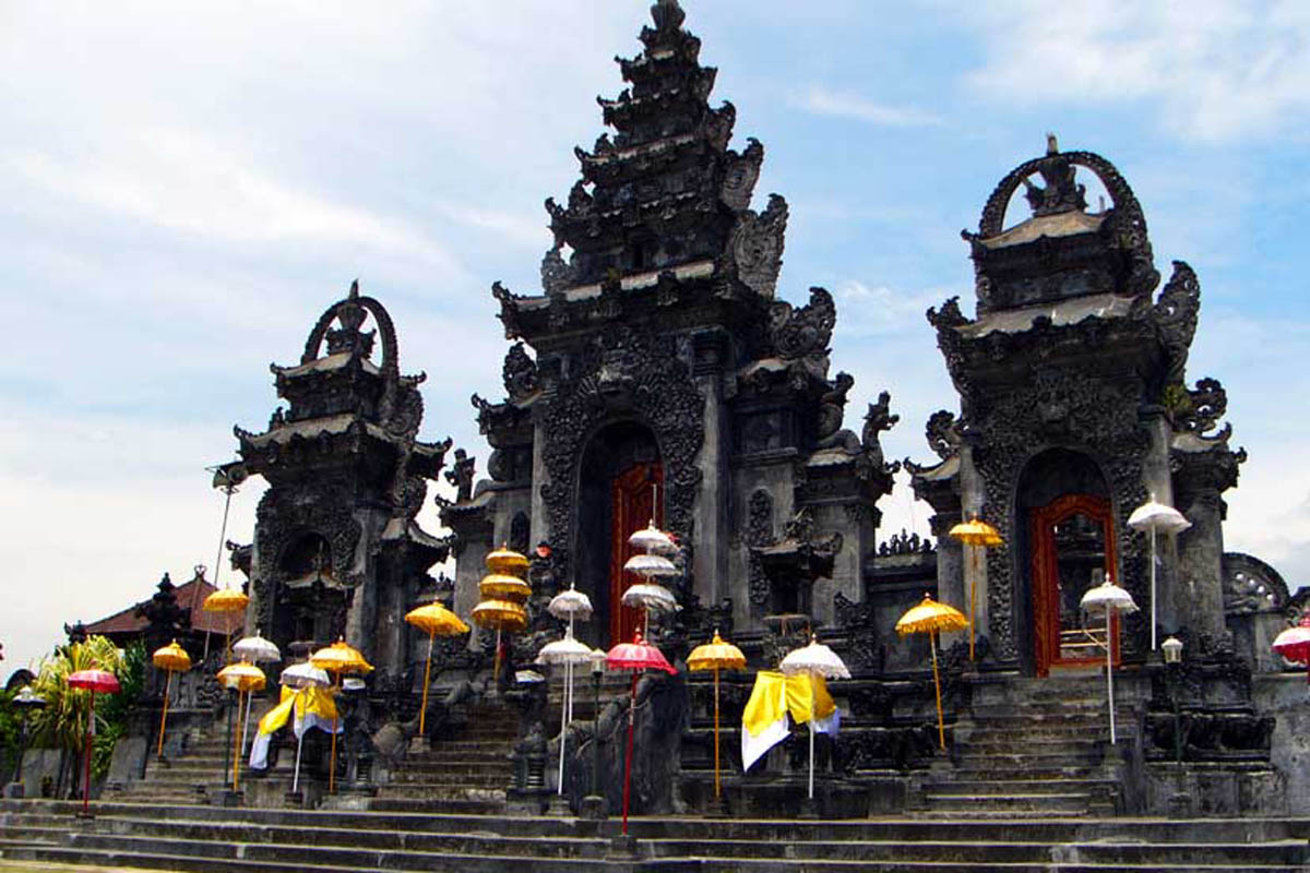 The largest temple in North Bali as well as the most important in Singaraja, Pura Agung Jagatnatha f