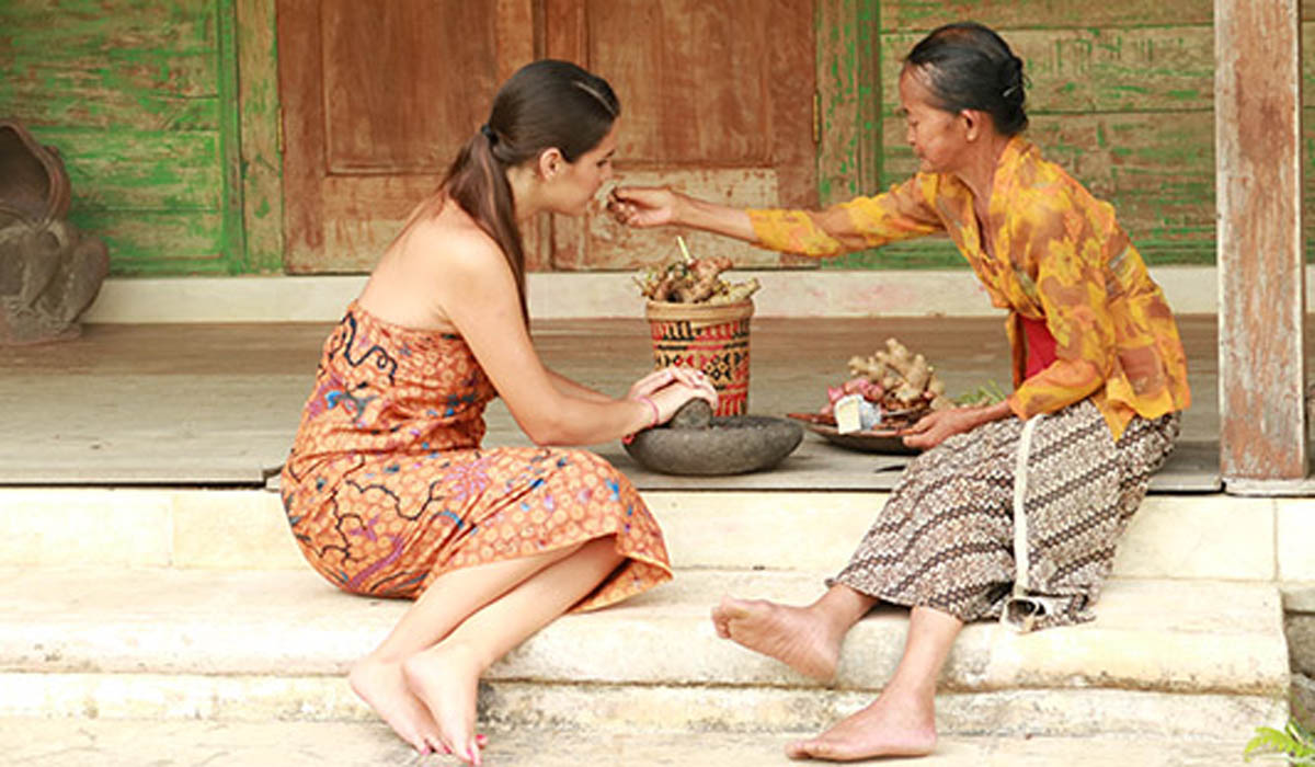 Tour Highlighted :Spend 2 hours to learn some of most famous Jamu secret to wellness.Get the unique recipes of herbal tonic, or traditional body scrub and body wrap or the healing therapeutic oil