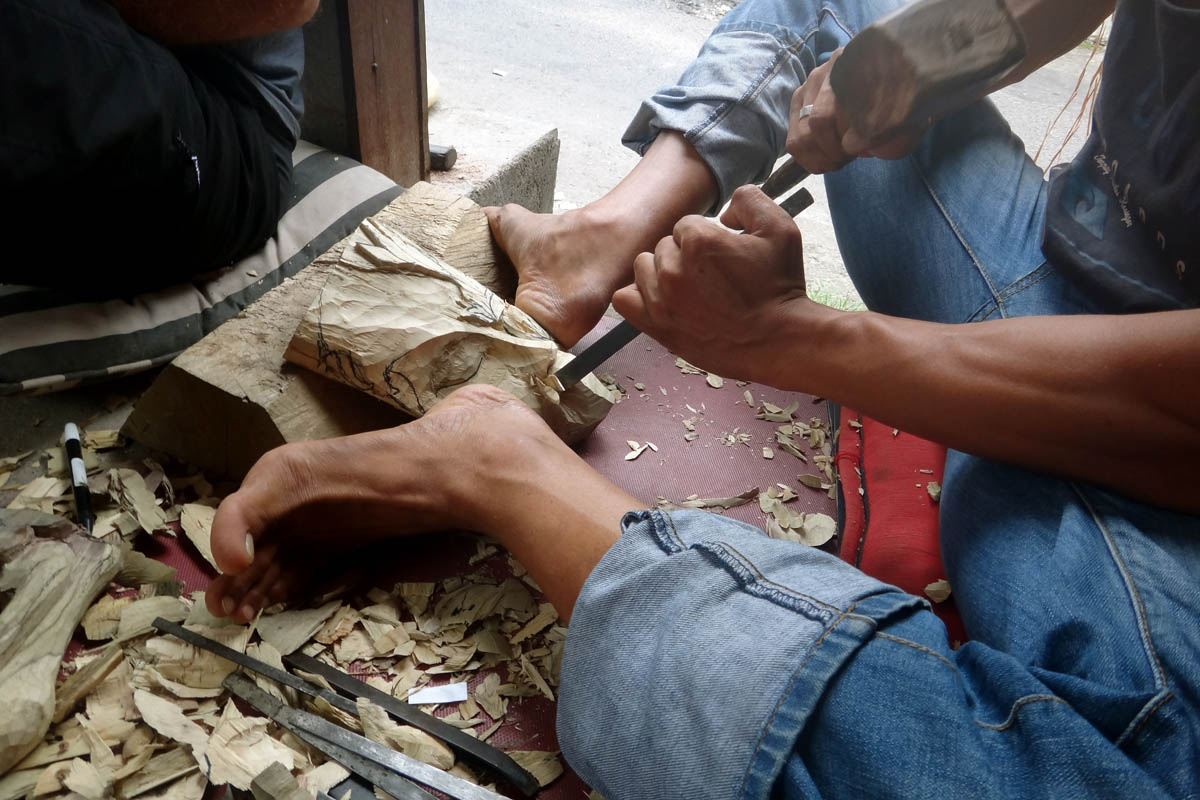 BOOK ONE DAY BEFORE!!!Pick Up ( Fabulous Ubud Tourist Information Centre )Art and Crafts WorkshopWood Carving Class  Nyoman Deking studied Traditional Balinese Art and has been teaching Batik fo