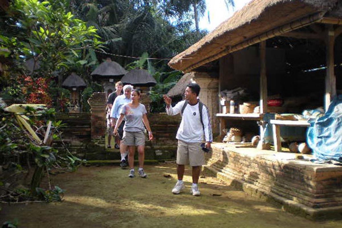 Liz Bal Cul Tours offer a blend of nature and a cultural adventure. Join us on our famous Eco and Educational trekking tour and feel the spirit of rural Bali. This tour is half-day tour (though there
