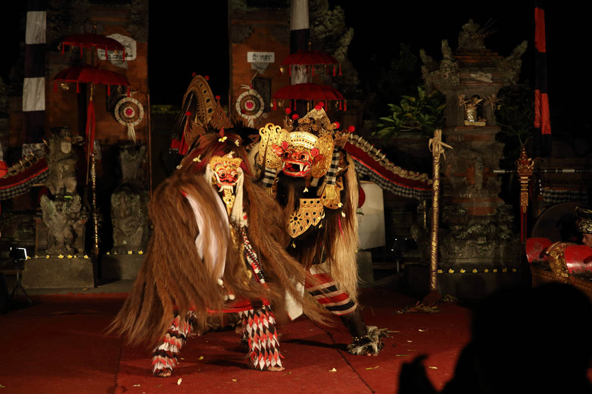 Group : Semara Kanti  Day : Tuesday / Time: 7:30pm / Venue : Padangtegal Kaja, Ubud    The Barong-Rangda confrontation seen throughout Bali is enacted either as a ritual or a public performance, both