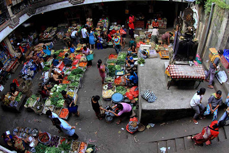 Start your day shopping at the sprawling Pasar Ubud at Ubud's town center, and then explore the stre