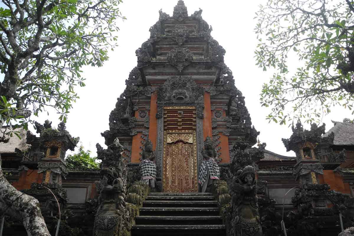 This picturesque water palace located in central Ubud is the seat of Ubud's royal Sukawati family.