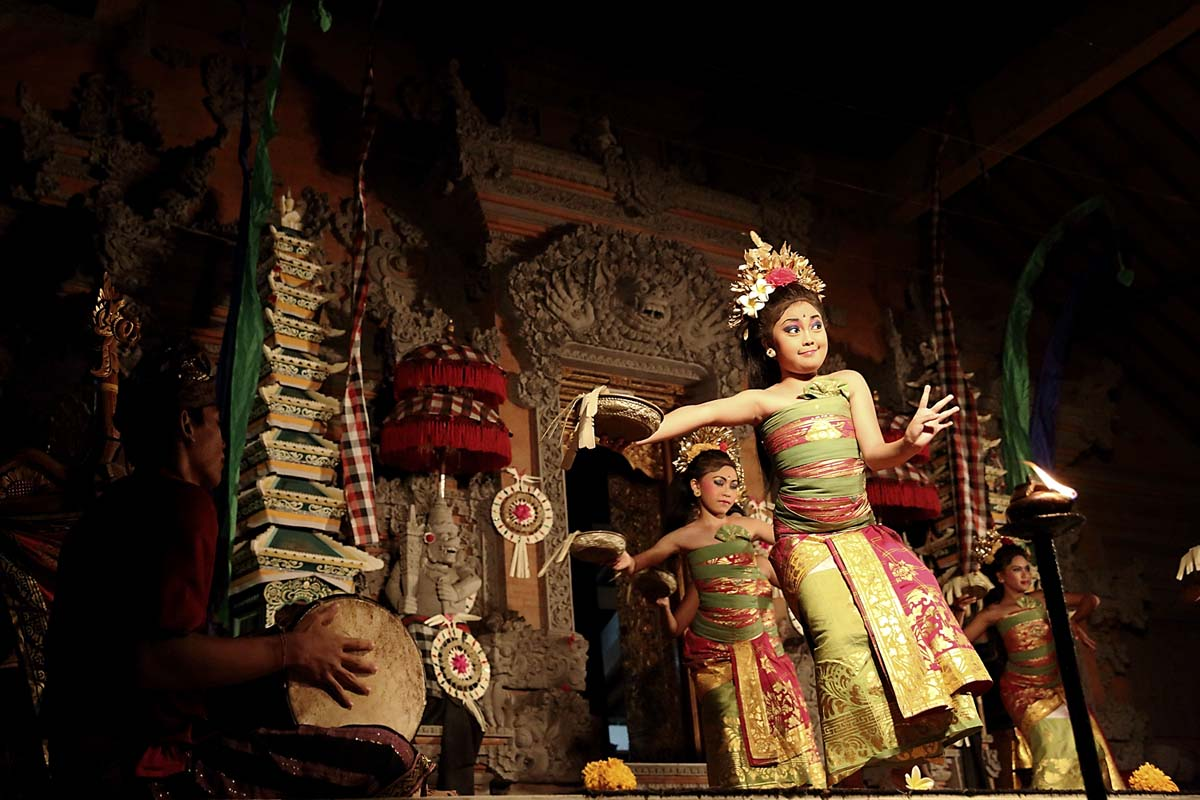 Group : Yowana Swara  Day : Wednesday / Time: 7:30pm / Venue : Pura Dalem Ubud    Jegog is a form of gamelan music indigenous to Bali, Indonesia played on instruments made of bamboo. The tradition of