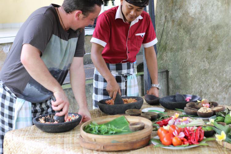 BOOK ONE DAY BEFORE!!!Pick Up Ubud AreaMinimum 2 PaxWelcome  Learn  the screts of Balinese cuisine. You now have the opportunity to complete your amazing experience pf the Bali Paradise by join