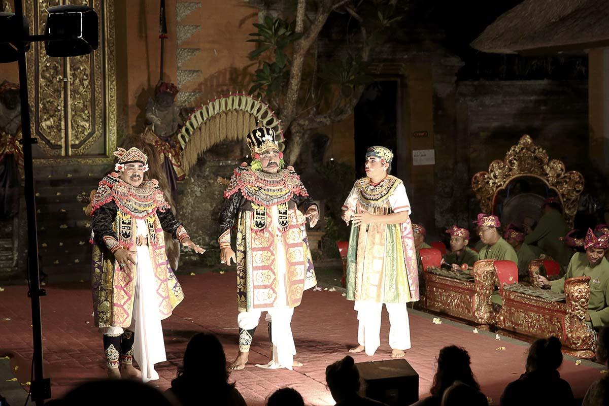 Group : Sadha Budaya  Day : Friday / Time: 7:30pm / Venue : Ubud Main Road    Kebyar Ding Instrumental  This instrumental is a music piece expressing the dynamics of Balinese Gamelan Music. Ding is th