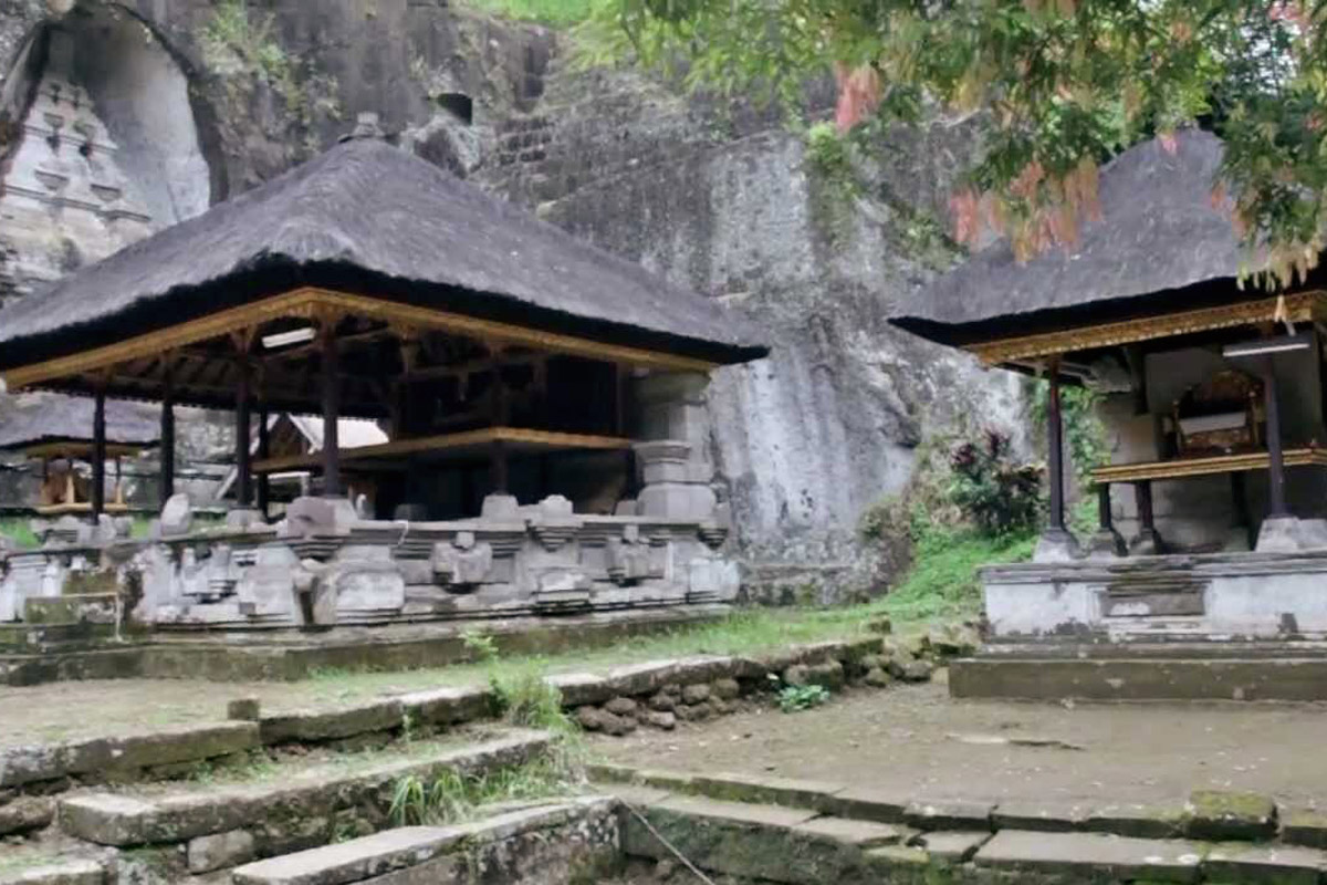 Located in Tampaksiring Village in a steep valley by the Pakerisan River, this monolithic ancient
