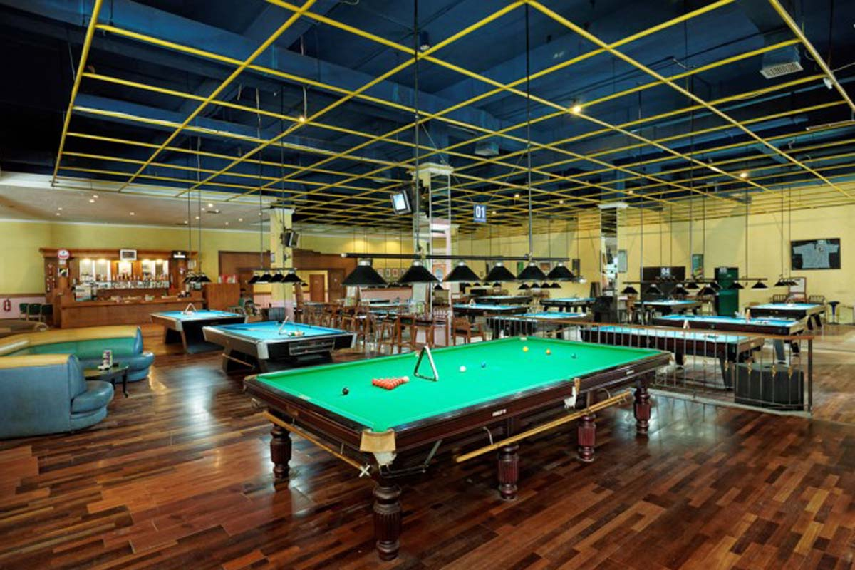 Yes, Bali has its very own bowling alley cum billiard hall. Not only does it offer 18 lanes, those