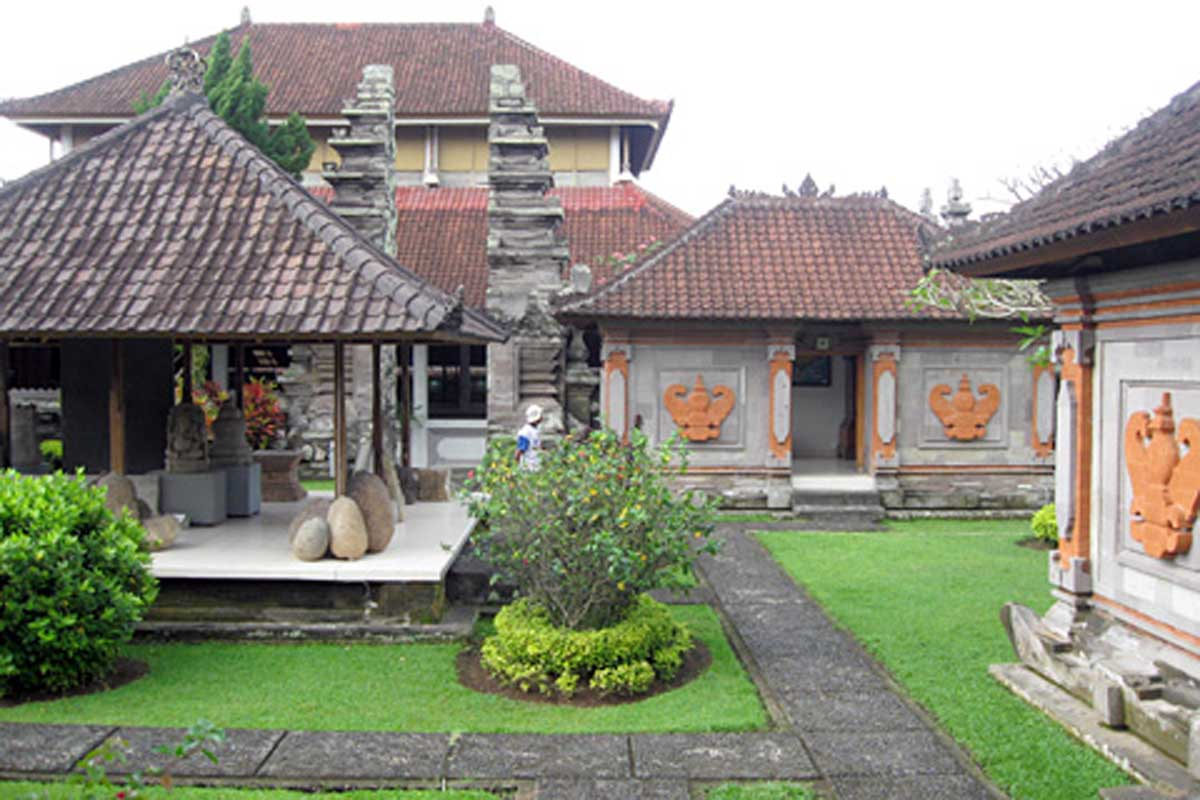 Known throughout the country for its renown as an archaeological museum, Gedong Arca houses a varied