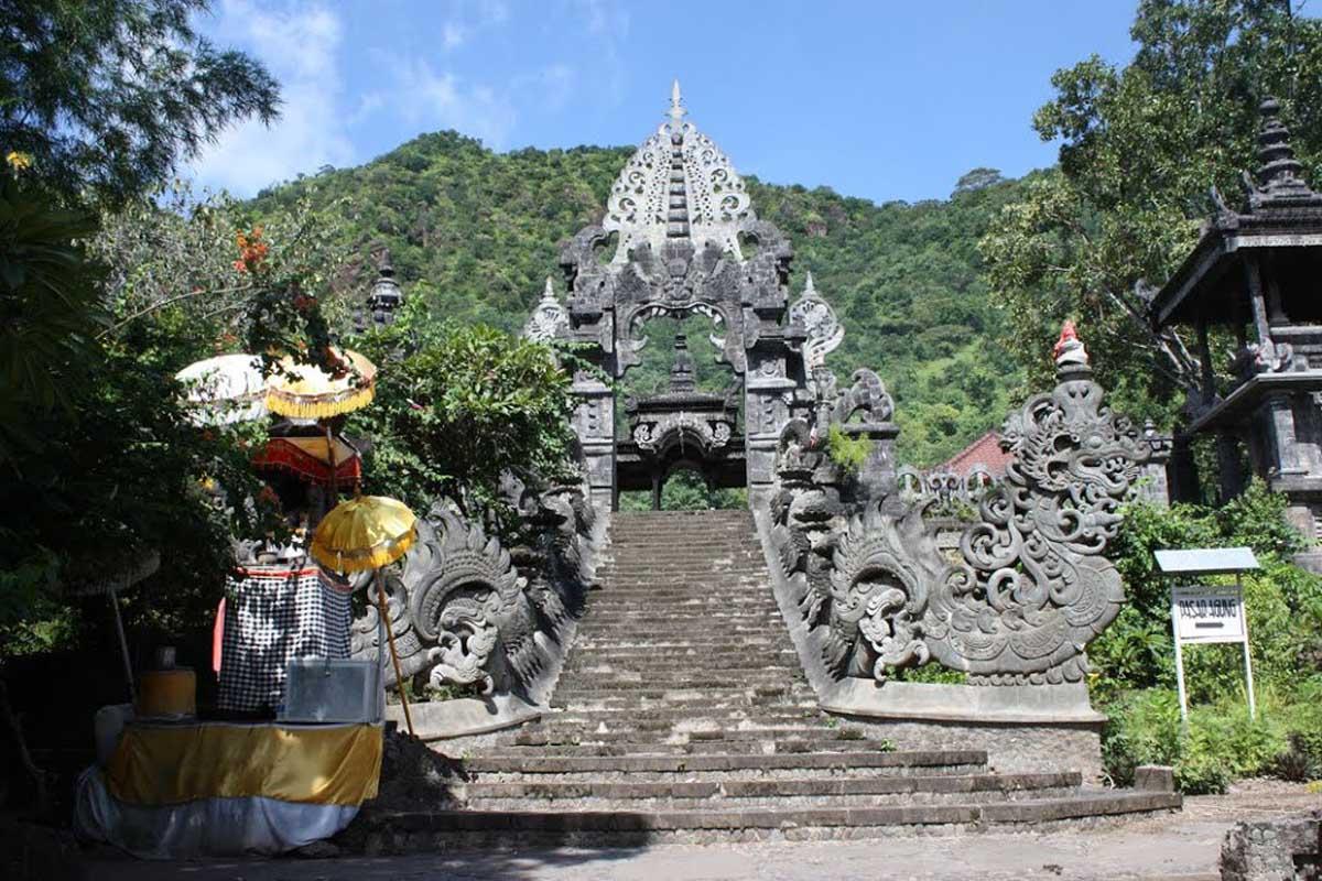 Hasil gambar untuk Melanting blessing temple