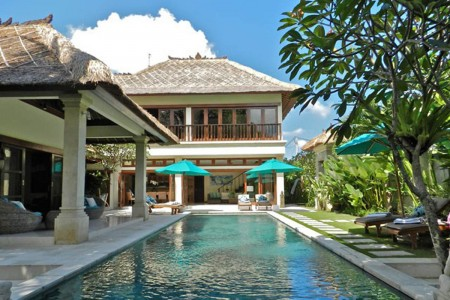 Villa Intan is nestled on a quiet lane off Jalan Drupadi and close to  Jalan Oberoi or 'Eat St