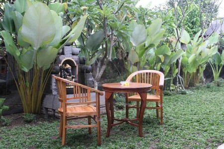 Damar House is a comfortable guest house that located in Peliatan, a famous village with beautiful