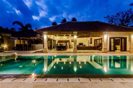 Villa Santi is situated down a quiet lane off Jalan Raya Seminyak,  called gang Keraton. A short wal