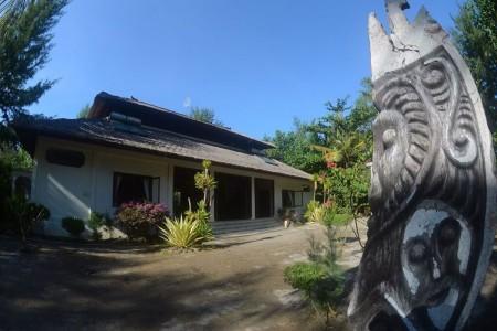 Villa Hari Puri is a luxury four bedroom Villa situated on the beach  of the paradise island of Gili