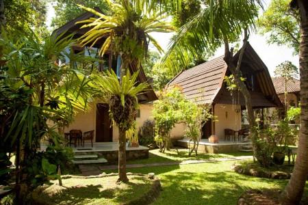 Centrally located in Ubud, Pondok Bambu Homestay is a convenient  5-minute walk the popular Ubud Art
