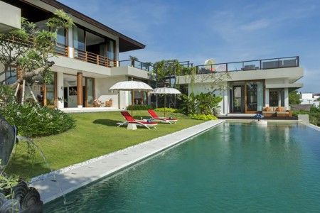 Villa Aiko is a beautiful four-bedroom blend of East and West  in picturesque Jimbaran Bay. Contempo