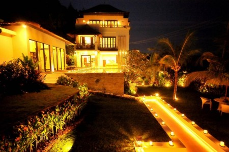 Casablanca Suite is located at Ungasan Jimbaran, only 20 minutes' drive  from airport. The vil