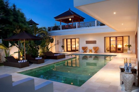 Puri temple is a 3 bedroom villa. A 10 x 4 metre L shaped swimming  pool takes centre stage, surroun