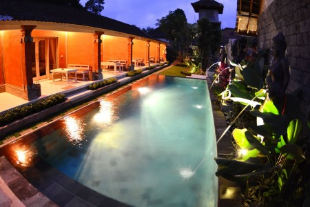 Situated just a 5-minute drive from Ubud Market, Bale Bali Inn offers  cosy and homey accommodation