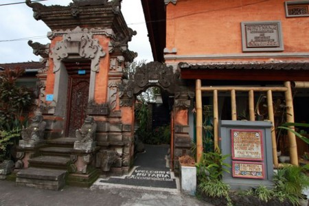 Centrally located in Ubud, Hutama Home Stay is a BnB only 10-minutes walk from the Monkey Forest and