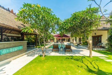 Located in a secluded lane off Jalan Drupadi, Villa Alam is blessed with  a fantastic location from