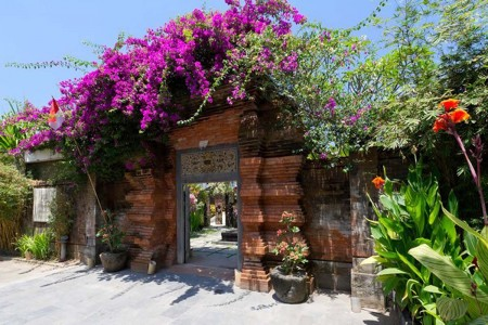 Majapahit Beach Villas is a collection of three stunning villas near  Sanur, overlooking the ocean a
