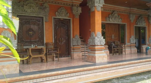 Centrally located in Ubud, Pica Sedana Homestay is within walking distance from the art market, rest