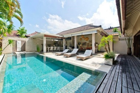 Villa Sukapadi is located off the fashionable restaurant street of Jalan Laksmana. The Villa offers
