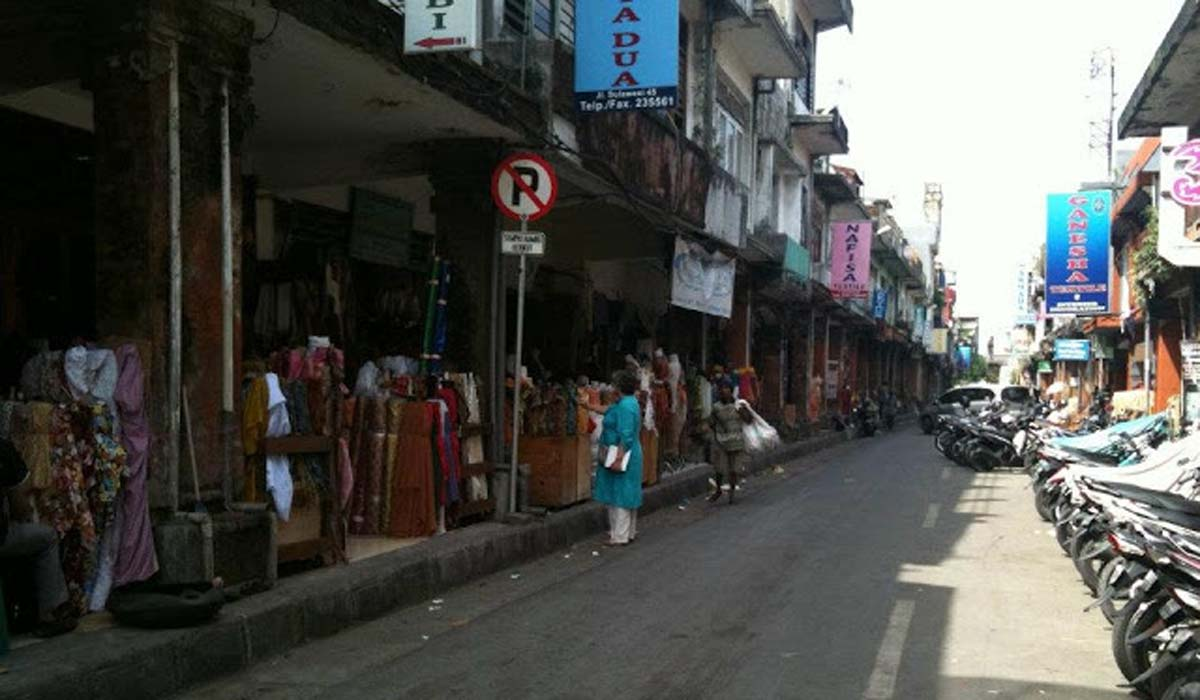 More akin to a shopping precinct than a marketplace, Kampung Arab is a sprawl of shops at the inte