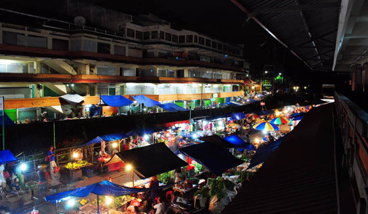 This traditional market is located on Jl. Gajah Mada, Denpasar, across the Kumbasari Market, separat