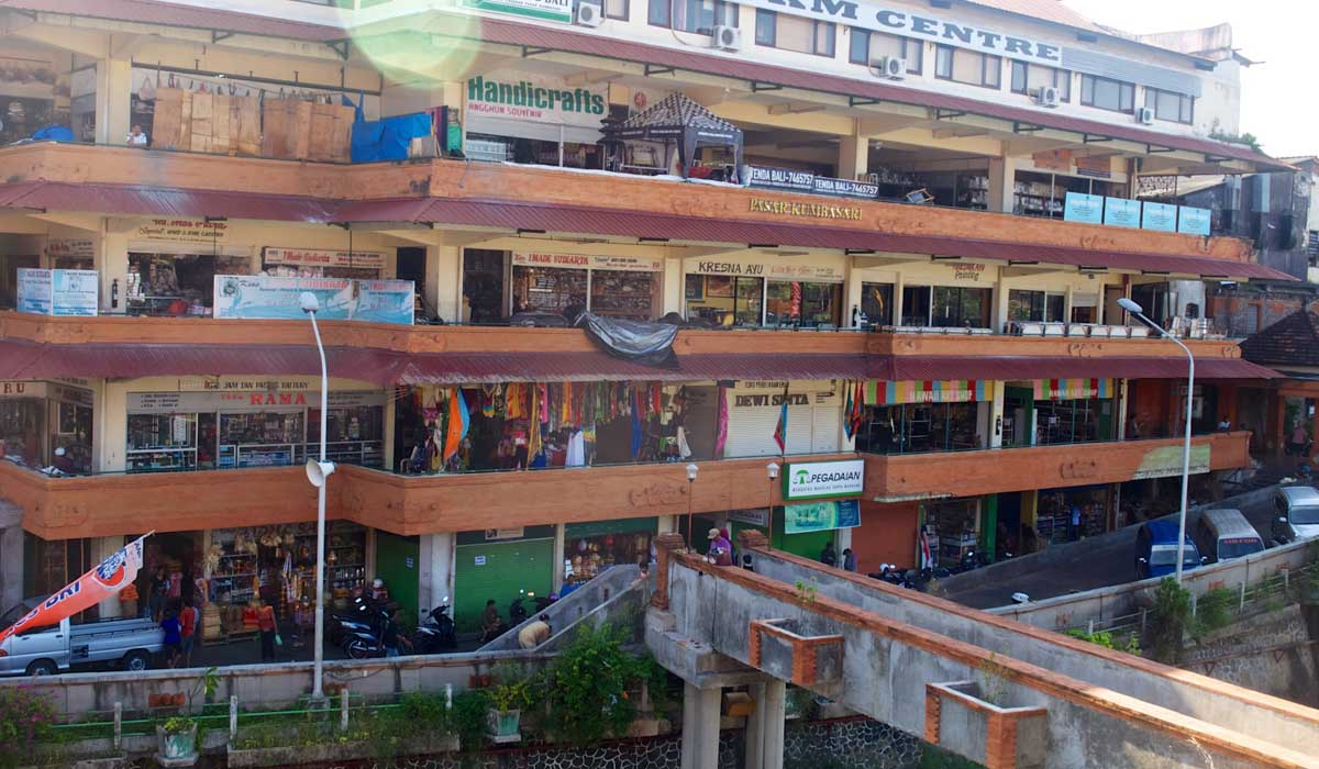 Located opposite Badung Market, Kumbasari Market starts hustling and bustling at 9:30AM, when the ve