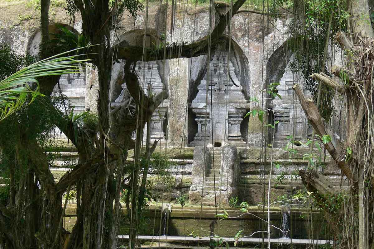 Also along the Pekerisan River gorge, northeast of Ubud and in the middle of Tampaksiring is the imp