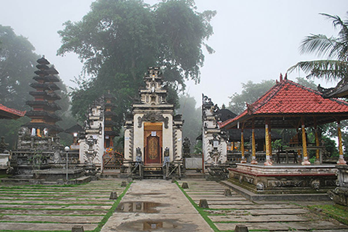 Another beautiful temple is the Pura Puncak Mundi where the views are simply stunning. This place is
