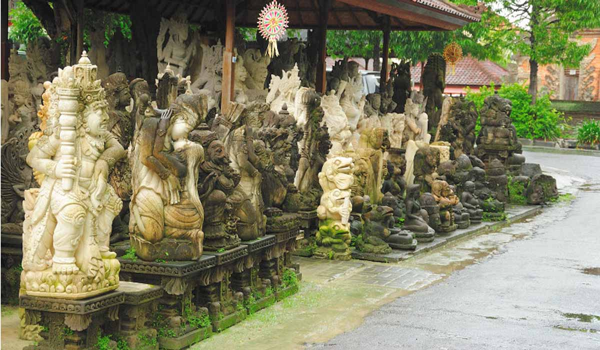 Batubulan Market is a haven for stonemasonry – you'll find various styles of stone scu