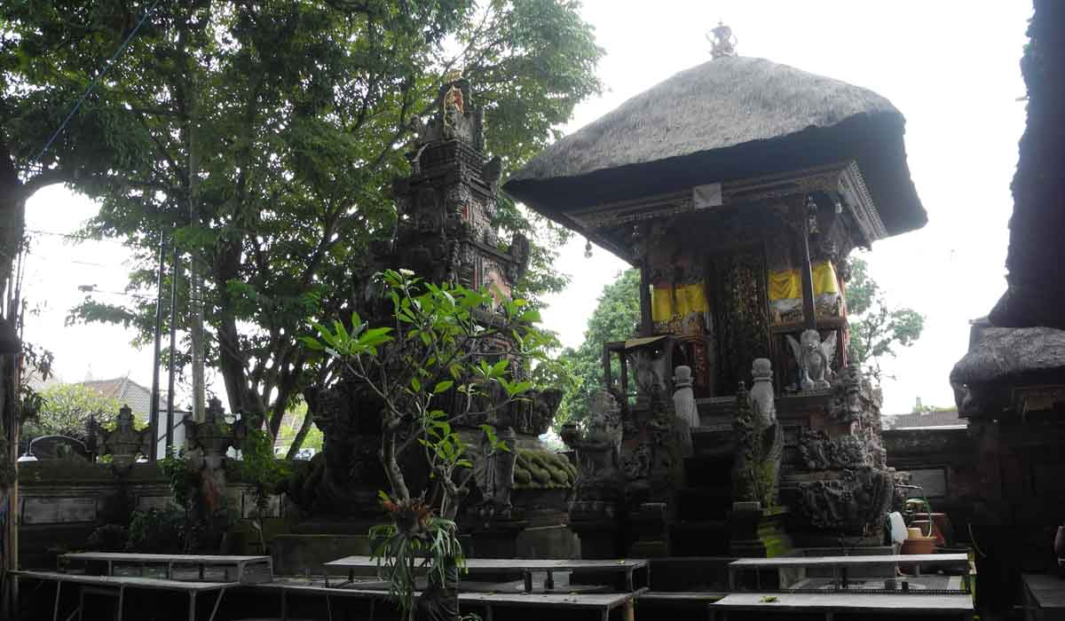 This temple sits in the middle of Denpasar's traditional market (pasar badung) and is dedica