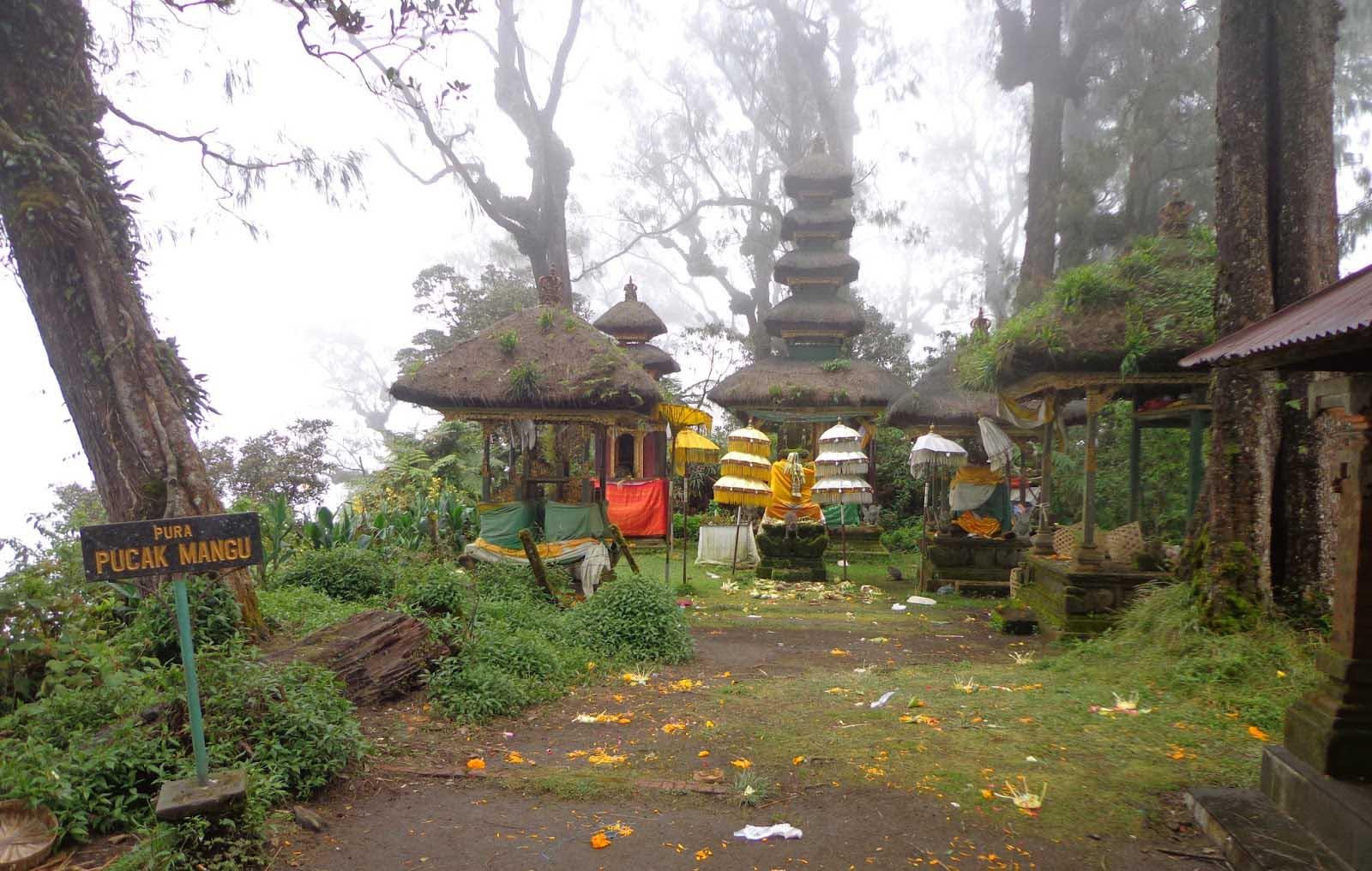 Resting above Lake Bratan atop the summit rim of Gunung Catur, Pura Pucak Mangu is another one of Ba